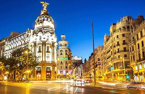 Se ti piace Madrid in autunno quanto a noi, non puoi farti scappare lo sconto del 20% offerto dall'hotel ILUNION Atrium. Teatro, cinema, shopping, bar... Mad for Madrid.